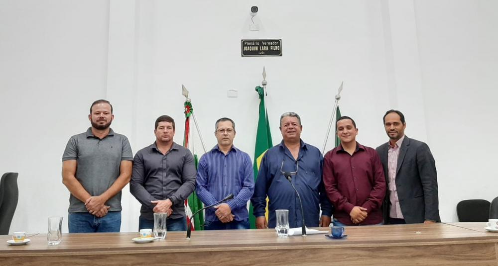 Sessão que elegeu o novo presidente contou com seis dos onze vereadores. (Foto: Divulgação)
