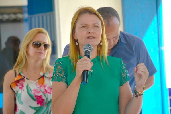Regina Duarte de Barros Dovale é ex-vereadora e atualmente secretária Municipal de Educação de Bataguassu.