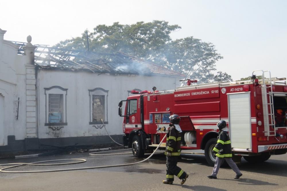 Incêndio atingiu antiga Estação Ferroviária de Presidente Epitácio — Foto: Orinho/Folha da Estância