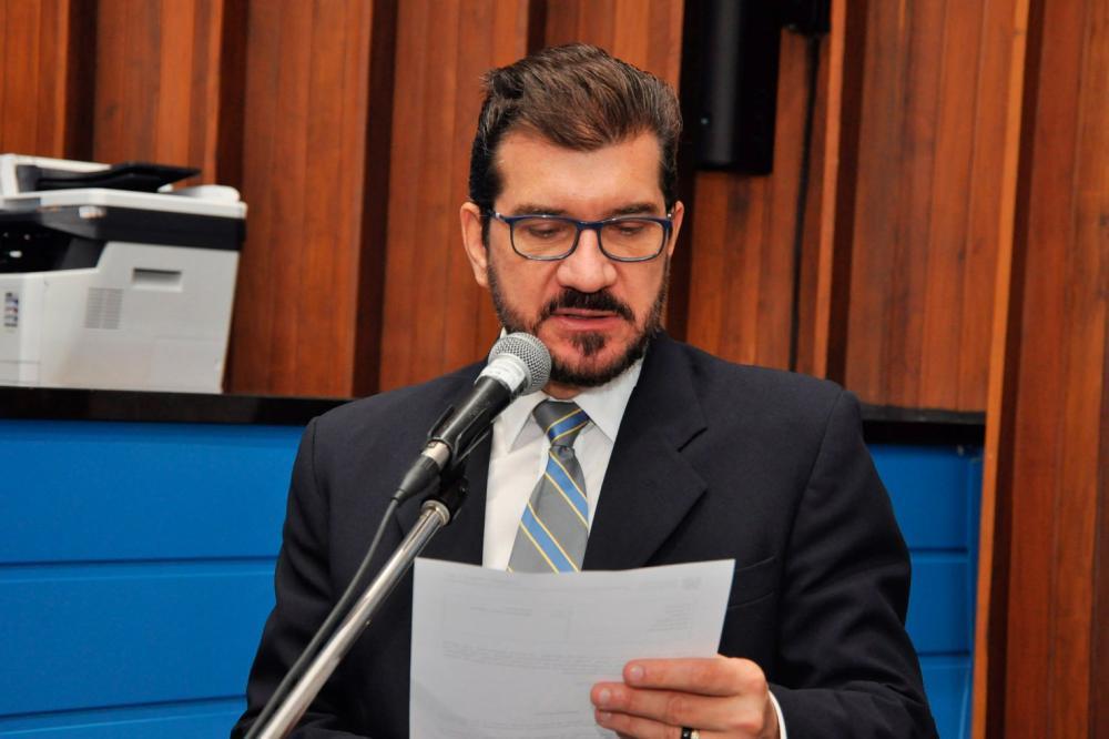 Kemp fez um apelo para que o Governo do Estado volte a remunerar de forma igualitária os professores efetivos concursados e os contratados. (Foto: Luciana Nassar/ALMS)